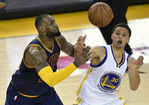 LeBron James and Steph Curry fight for a loose ball. Photo Credit: Ibtimes.com