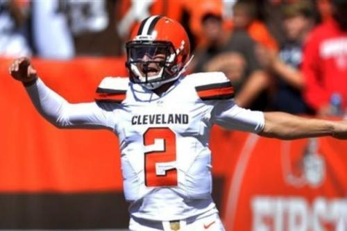 Manziel gets his first win as an NFL QB. (AP Photo)