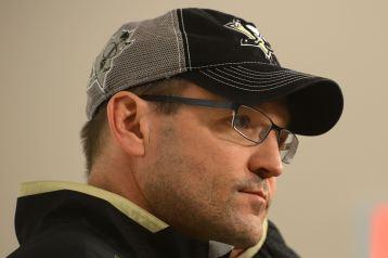 Dan Bylsma faces a steep task in the upcoming 15-16 Buffalo Sabres season (Darrell Sapp/Post-Gazette)